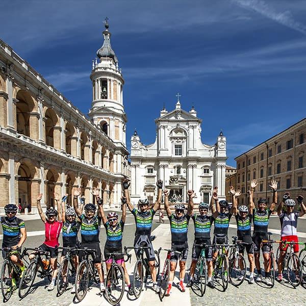 Terre-di-Leopardi-basilica-di-loreto-bike-tour-min