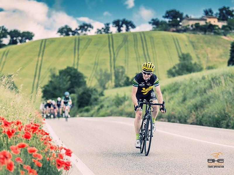 Riviera del Conero ed entroterra marchigiano in bicicletta - bike division tour operator